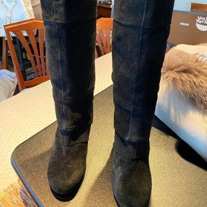 FERGIE SUEDE BOOTS (10) GUC